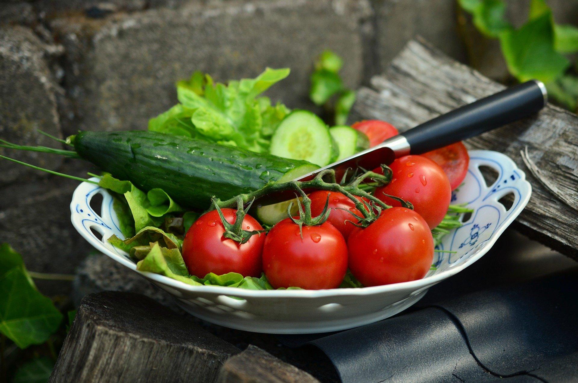 Новые, картинки с огурцами и помидорами
