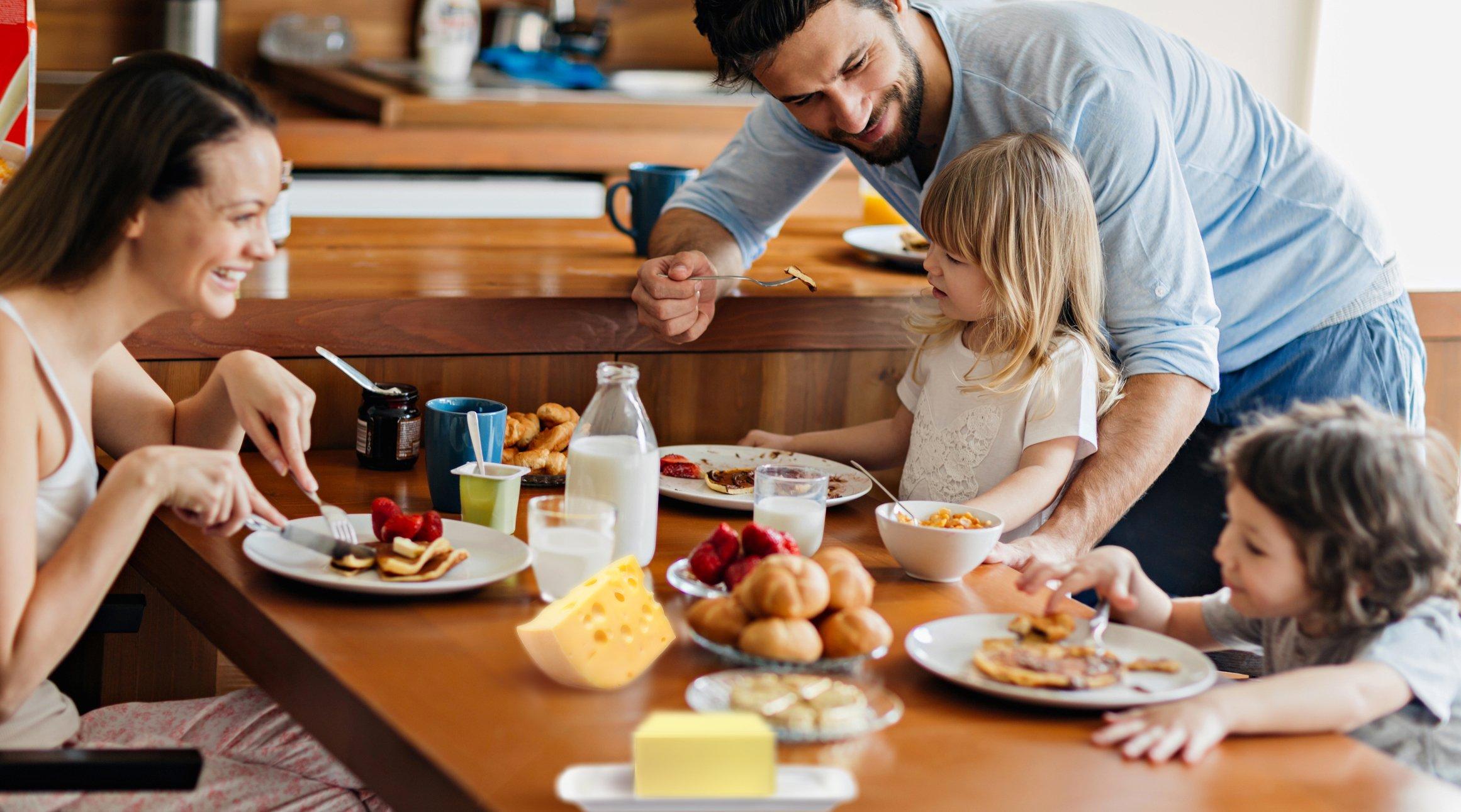 family eating breakfast - HD2322×1291